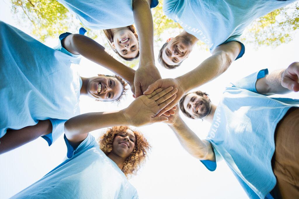 group of volunteer forming huddles F4UX535